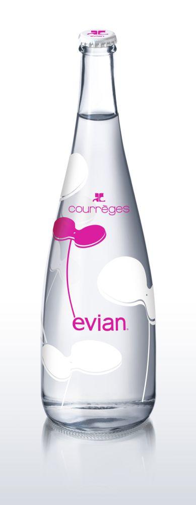 Дизайнерскую бутылку Evian 2012 Design Bottle разработал Модный дом Courréges...