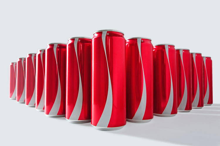 Photo: Coca-Cola 'no-label' Ramadan limited-edition can, 2015