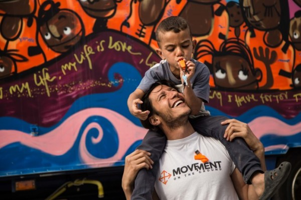 "Photo: Volunteer from ""Movement on the Ground"" helps refugees in Greece, indiegogo.com"