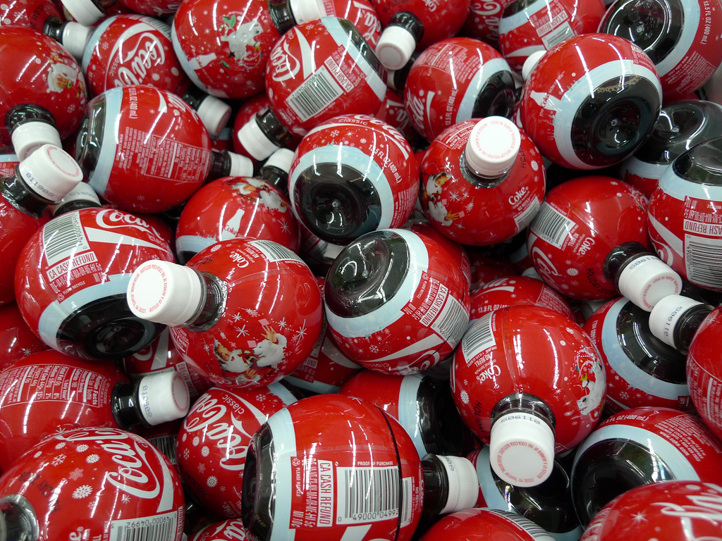 Картинки на рабочий стол Christmas_coke_bombs_03