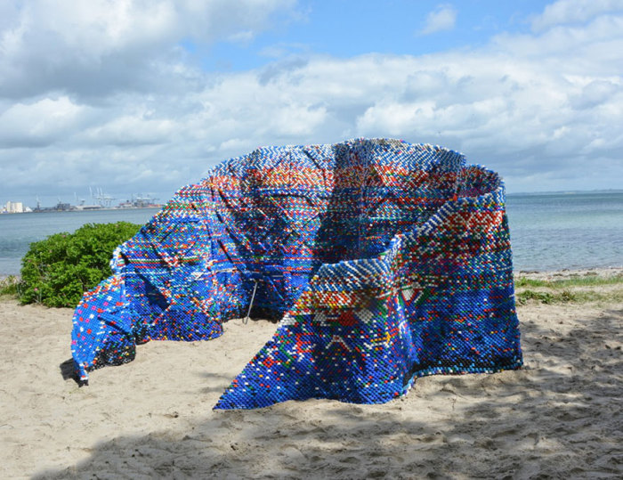 recycled-bottle-caps-sculpture-droppings